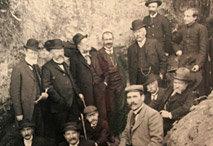 Photo de groupe, au Moustier le 4 avril 1908