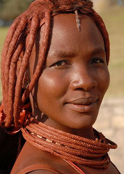 Femme Himba recouverte d'ocre
